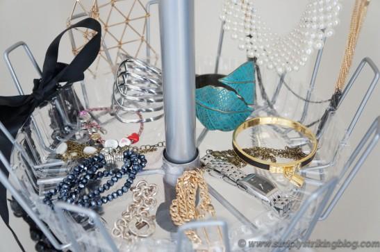 accessorie bracelets shelf