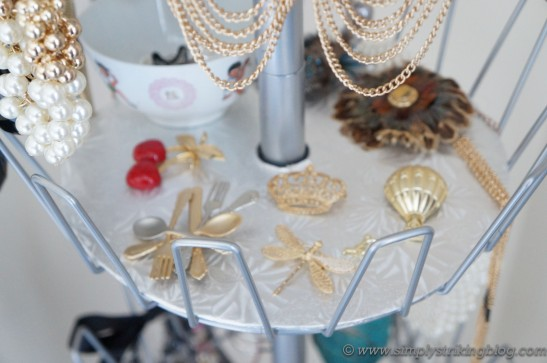 accessorie brooch shelf