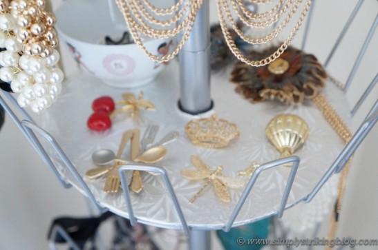 accessorie brooch shelf